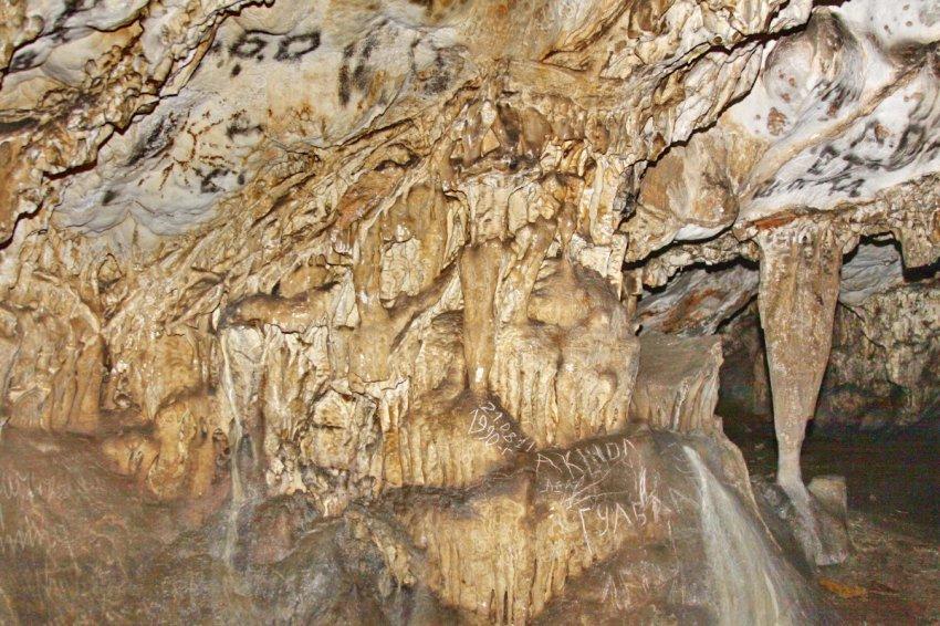 Исчезающий Кыргызстан: Пещеры, хранители экосистем или памятники вандализму современников?