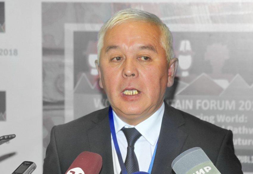 Эколог Динара Кутманова призвала главу ГАООСиЛХ Абдыкалыка Рустамова уйти в отставку