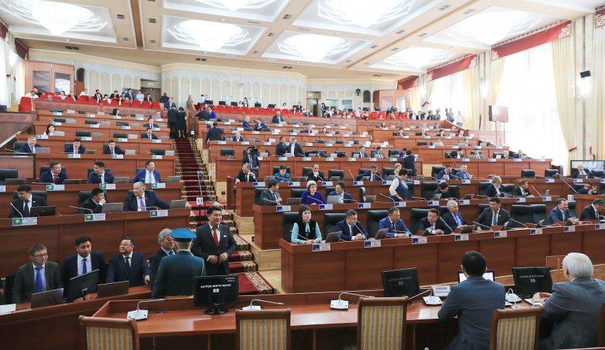 Депутат попросил отчитаться, сколько средств привлекло и освоило Госагентство охраны окружающей среды и лесного хозяйства.