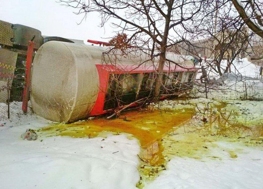 ФОТО. Экоцид. Как природу Кыргызстана травят топливом. Аварии с бензовозами