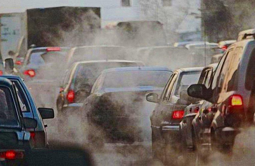 Эксперты: 90% из всех отходов, выброшенных в атмосферу, приходится на автотранспортные средства , остальные 10% отходов выбрасывают ТЭЦ, бани, сауны, домохозяйства