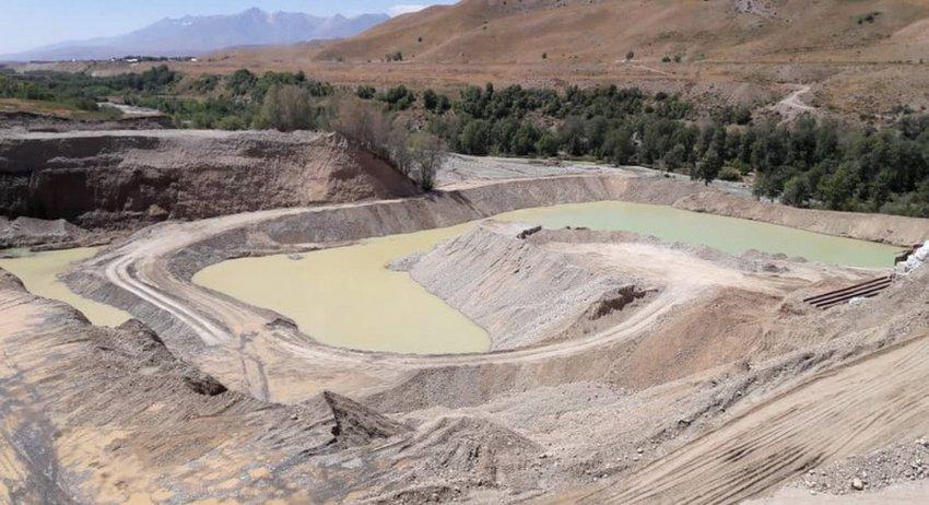 Видео. Фото. Компания Оптимум-Трейд добывая россыпное золото уничтожает экосистемы, разрушая пойму реки Чаткал