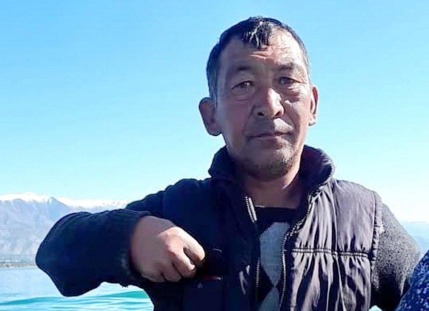 Во время проведения рейда по выявлению браконьеров на Иссык-Куле задержали егеря из ГАООСиЛХ за незаконную ловлю рыбы