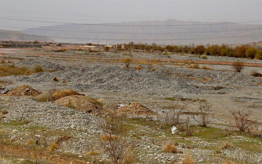 Незаконная добыча песка и гравия приводит к изменению русел рек Кыргызстана. ФОТОРЕПОРТАЖ