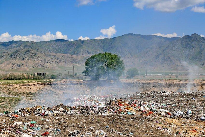 Как мусорные свалки Кыргызстана способствуют глобальному потеплению?