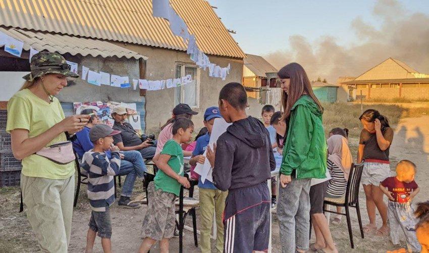 """В жилом массиве """"Алтын-Казык"""" рядом с мусорным полигоном прошел эко-фестиваль """"TRASH-3: искусство + экология"""""""